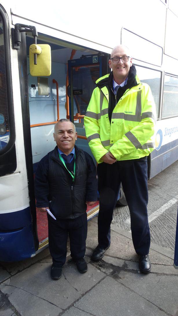 Anh Frank cao 1,3 m vẫn làm tốt công việc tài xế xe bus. Ảnh: Frank Hachem.
