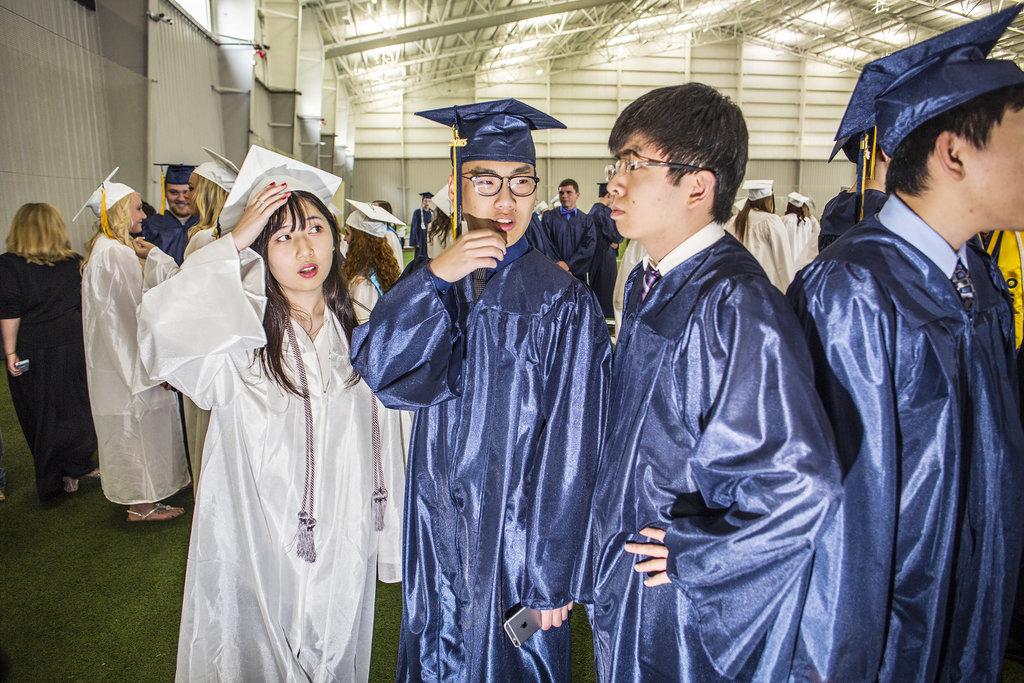 Học sinh người Hoa trong các trường trung học Mỹ. Ảnh: Nytimes.