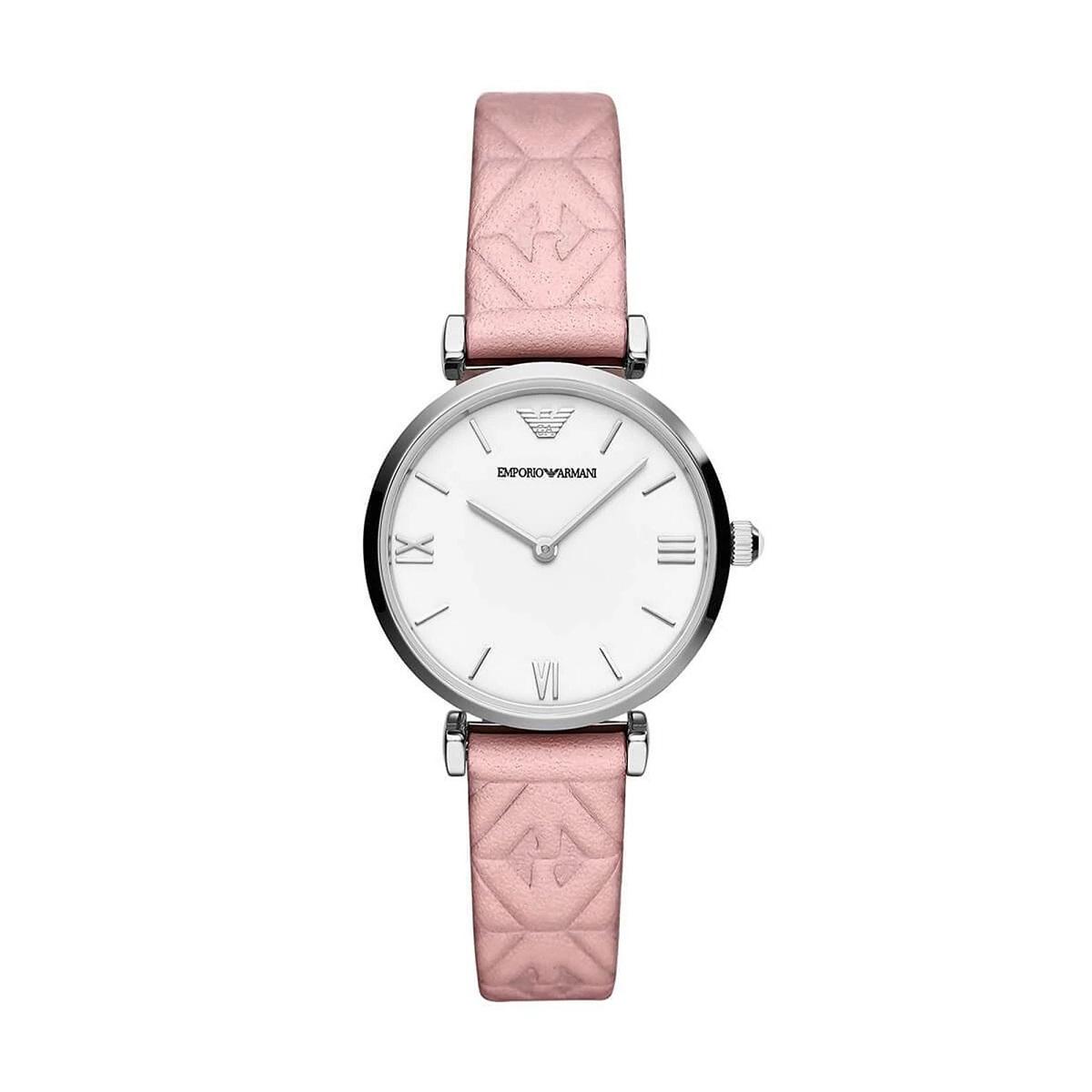 Đồng hồ nữ Emporio Armani AR11205 có mặt kính cứng chịu lực và chống trầy xước. Kiểu máy Quartz, thiết kế hai kim. Đường kính mặt 32 mm, dây da tổng hợp màu hồng, chạm nổi logo Armani. Khả năng chống nước 5 ATM. Sản phẩm có giá giảm 20% còn 5,296 triệu đồng (giá gốc 6,62 triệu đồng).