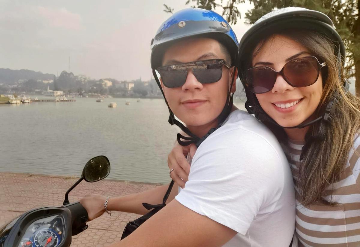 Sara trong chuyến về Việt Nam làm đám cưới đầu năm 2020. Hơn 20 thành viên trong gia đình cô về, cùng nhau khám phá miền Tây Việt Nam. Ảnh: Nhân vật cung cấp.