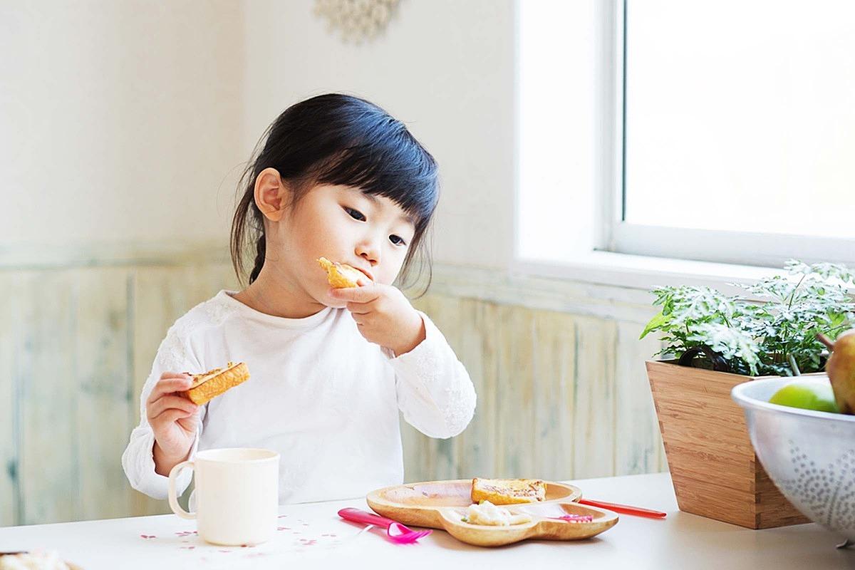 Bữa sáng quan trọng với đứa trẻ. Ảnh: The Healthy.