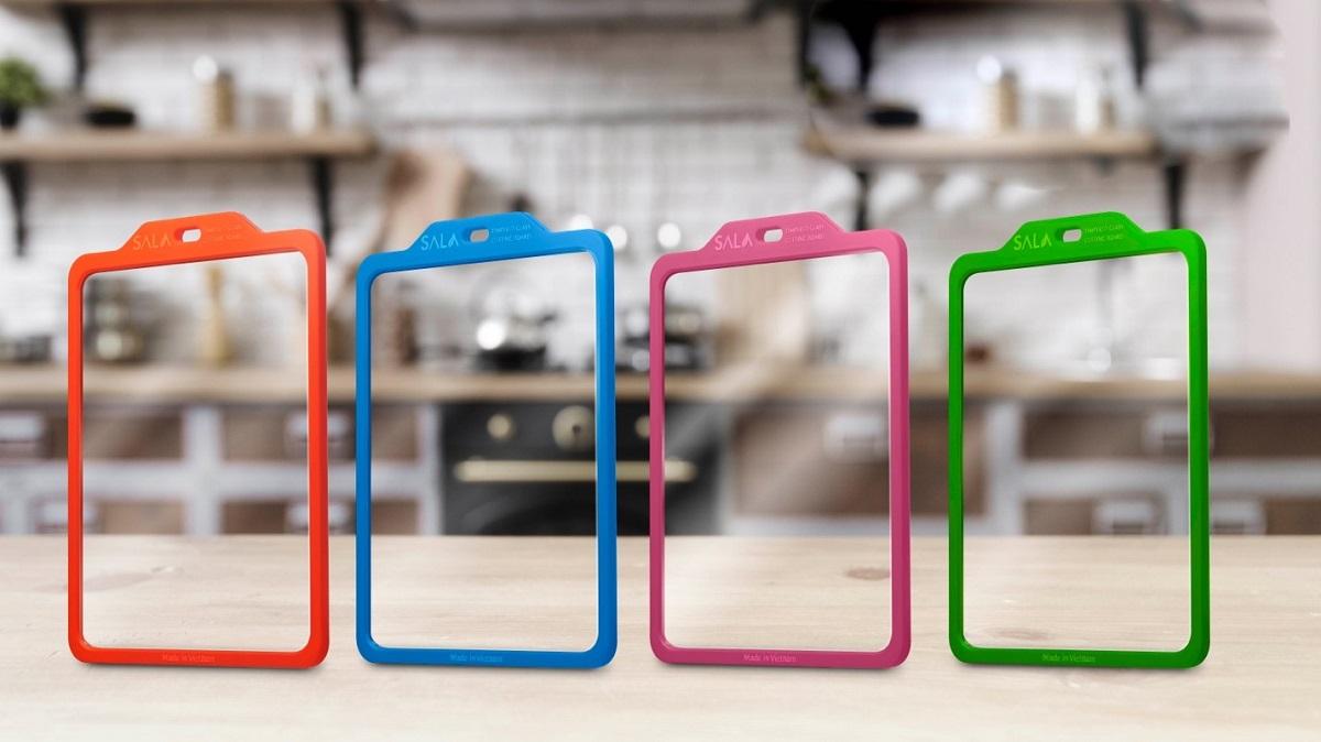 Thớt kính Sala Lux có bồn màu cam, xanh dương, xanh lá và hồng cho bạn lựa chọn. Ảnh: Thớt kính Sala.