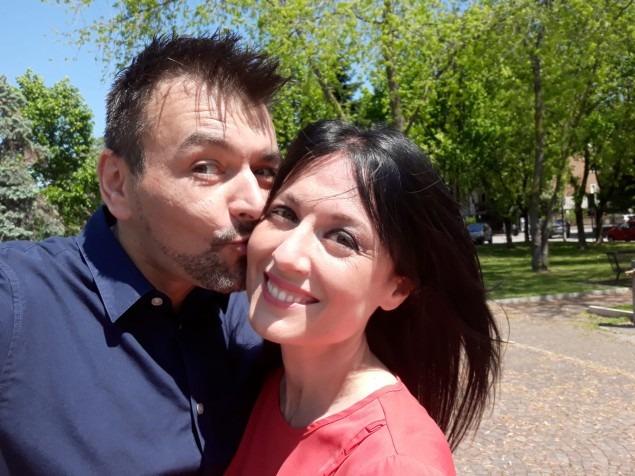 Đôi uyên ương gặp nhau lần đầu tiên ở công viên tháng 5 và giờ sắp làm đám cưới. Ảnh: Facebook Paola Agnelli.