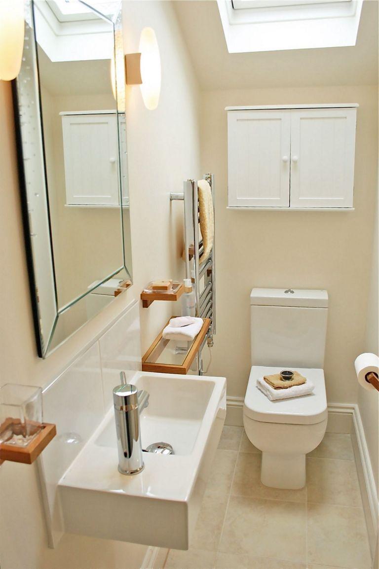 Không gian lưu trữ trong nhà tắm quan trọng vì vậy gia chủ chú ý bố trí tủ đựng đồ, móc treo khăn tắm, khăn mặt... Tùy theo diện tích không gian, gia đình bố trí thiết bị, nội thất phù hợp.