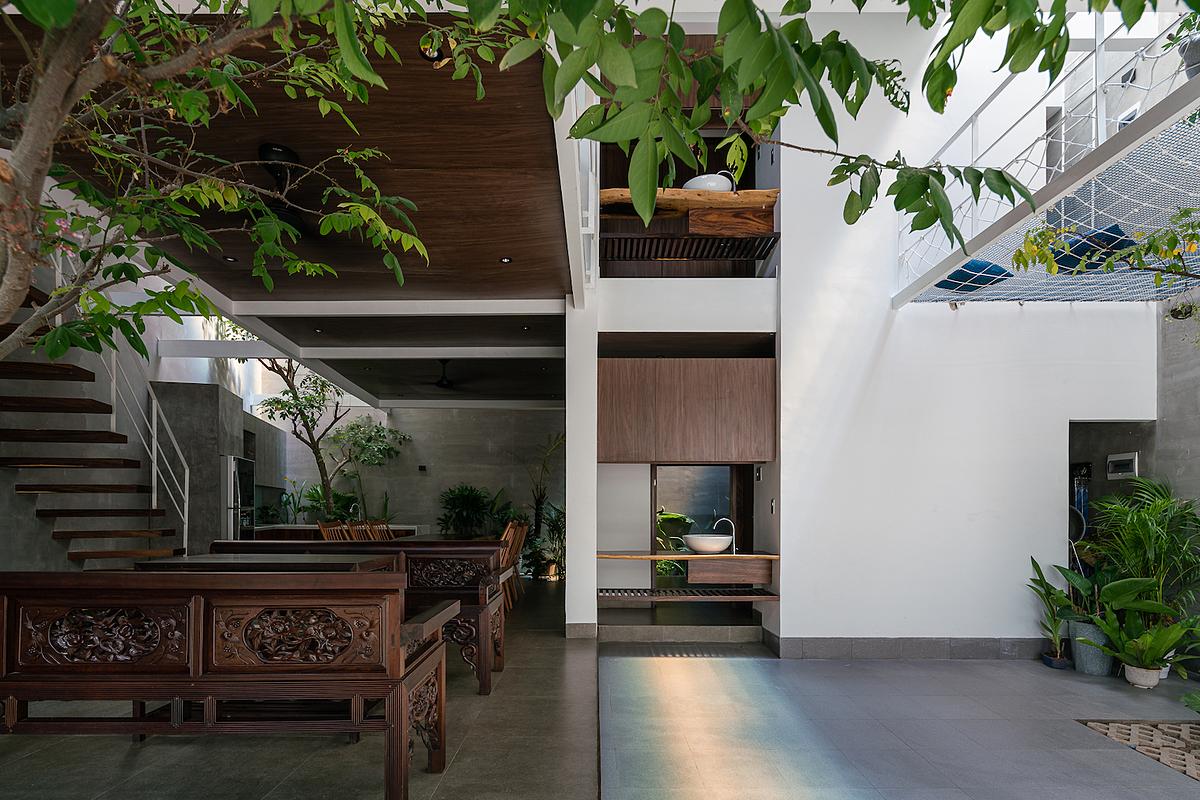 Căn nhà được bố trí đầy đủ công năng cho cả ông bà, bố mẹ lẫn các cháu. Ảnh: Quang Dam.