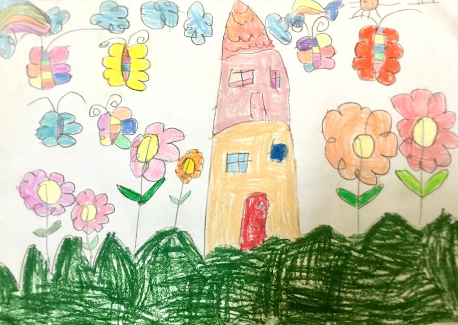 Bé Hà Anh (5 tuổi) vẽ ngôi nhà hạnh phúc của gia đình. Xung quanh nhà, những bông hoa nhiều màu sắc đua nhau đón ánh nắng mặt trời, đàn bướm tung tăng bay lượn.