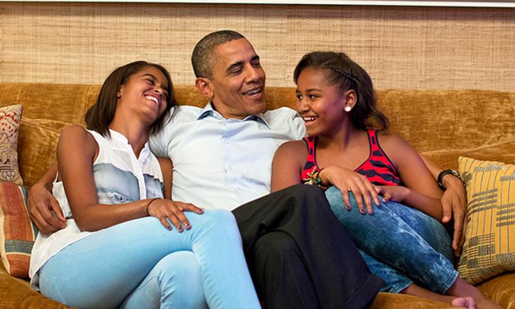 Cựu tổng thống Mỹ Barack Obama có hai con gái Sasha và Malia. Ảnh: Reuters.