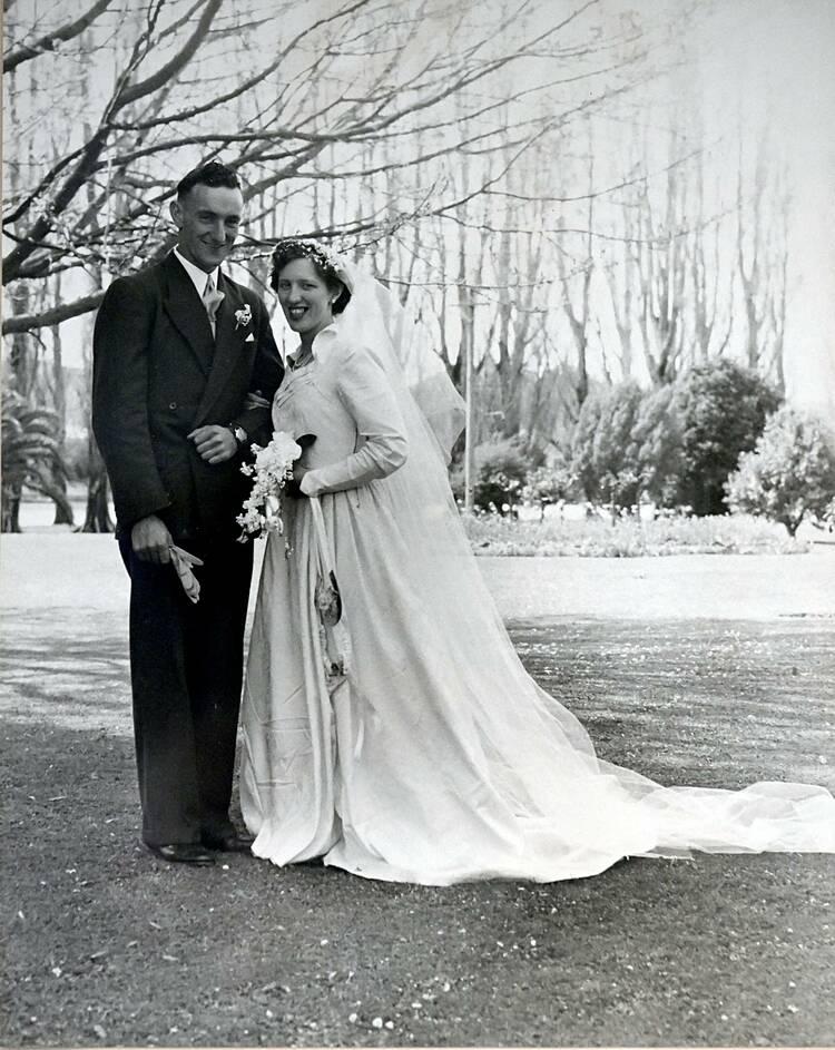 Kevin và Maureen Gallagher trong ngày cưới vào năm 1954. Ảnh: George Novak.