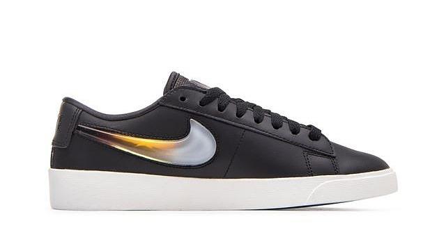 Nếu không thích những mẫu giày làm từ chất liệu vải lưới, Nike Blazer Low LX AV9371-001 sẽ là lựa chọn lý tưởng cho bạn với chất liệu da tổng hợp màu đen cá tính. Kiểu dáng giày phù hợp diện khi đi chơi, hẹn hò, gặp gỡ bạn bè lẫn khi tập thể dục, thể thao. Sản phẩm có giá 1,619 triệu đồng, giảm 38% so với giá gốc.