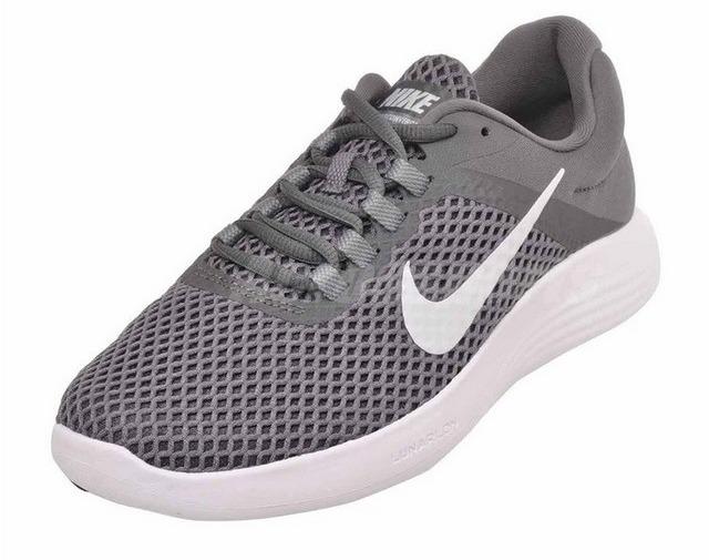 Giày chạy bộ nữ Nike Lunar Converge 2 908997-010 có thiết kế mang phong cách cổ điển, màu xám trẻ trung, năng động. Chất liệu thoáng khí cả mặt trong và ngoài, thoải mái dù mang trong thời gian dài. Bề mặt vải chống thấm, đề giày chống trơn trượt. Sản phẩm có giá 1,213 triệu đồng, giảm 40% so với giá gốc.