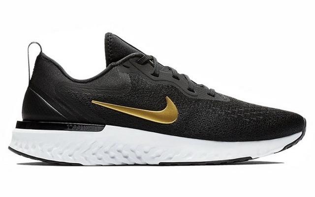 Giày chạy bộ nữ Nike Odyssey React AO9820-011 có giá giảm sâu còn 1,746 triệu đồng (giá gốc đến 3,459 triệu đồng). Thiết kế giày cá tính với màu đen chủ đạo phối với logo Nike màu vàng đồng. Giày hỗ trợ vận động nhờ làm từ vải Flyknit thoáng khí, được dệt tỉ mỉ, tránh gây hầm bí hay bám mùi hôi. Đế cao su mềm, có rãnh chống trơn trượt, được thiết kế thêm phần túi đệm khí nhằm giảm trọng lượng giày, tăng tính linh hoạt.