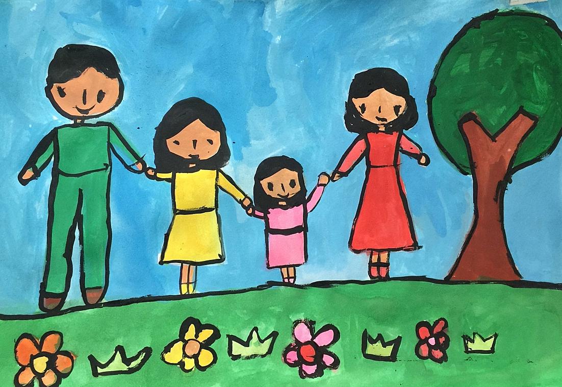 Với cô bé Trúc Lâm, nhà là nơi có ba, mẹ và các con. Cả nhà lúc nào cùng vui cười, nắm tay nhau đi chơi khắp thế gian. Bé thích đi chơi Tết, tắm biển, xem trọi châu, cưỡi voi...