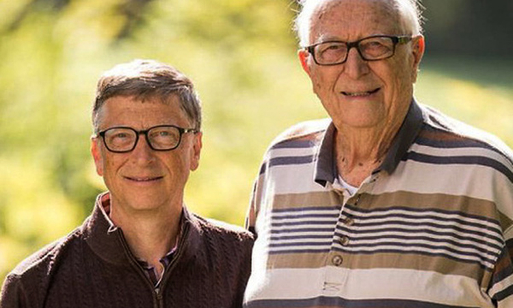 Bill Gates và cha, ông William Henry Gates III. Ảnh: Gatesnote
