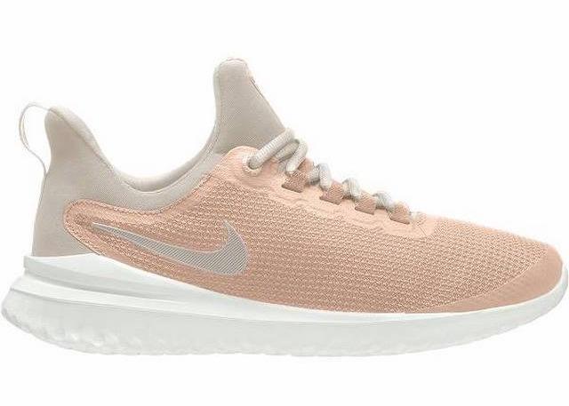 Giày chạy bộ Nike Renew Rival AA7411-601 với màu hồng cam phối kem sẽ là lựa chọn lý tưởng cho những nàng nữ tính, yêu thể thao. Cổ giày thiết kế thấp, có đệm êm ái, dễ tháo cởi. Đế giày làm bằng cao su tổng hợp có rãnh chống trơn trượt. Sản phẩm có giá giảm 39% còn 1,409 triệu đồng (giá gốc 2,299 triệu đồng).