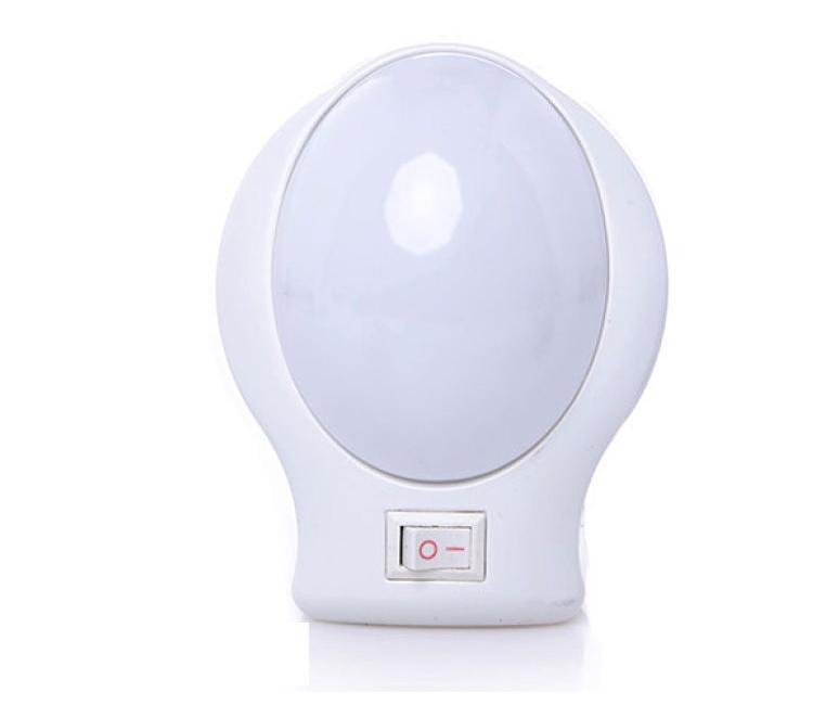 Đèn ngủ NanoLight NL-001 màu trắng, làm từ nhựa cách điện, cách nhiệt tốt. Sản phẩm sử dụng 6 bóng đèn LED 1W, nguồn điện 220V. Nguồn sáng trắng dịu nhẹ, ánh sáng ổn định, không nhấp nháy, an toàn cho mắt, giúp mang đến giấc ngủ ngon. Nút bật tắt mở giúp dễ điều chỉnh đèn. Sản phẩm đang được bán với giá ưu đãi 75.000 đồng.