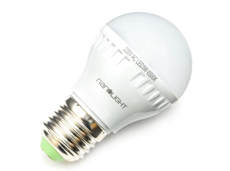 Đèn led Nanolight 3W cho ánh sáng trắng dịu nhẹ, không nhấp nháy. Phần vỏ đèn bằng nhựa tản nhiệt, giúp giảm thiểu tỏa nhiệt, tạo cảm giác thoải mái cho người sử dụng cũng như kéo dài độ bền cho sản phẩm. Chuôi đèn kiểu truyền thống dễ lắp đặt, thay thế. Công suất hoạt động 3W, tiết kiệm điện. Sản phẩm đang được bán với giá ưu đãi là 59.000 đồng.