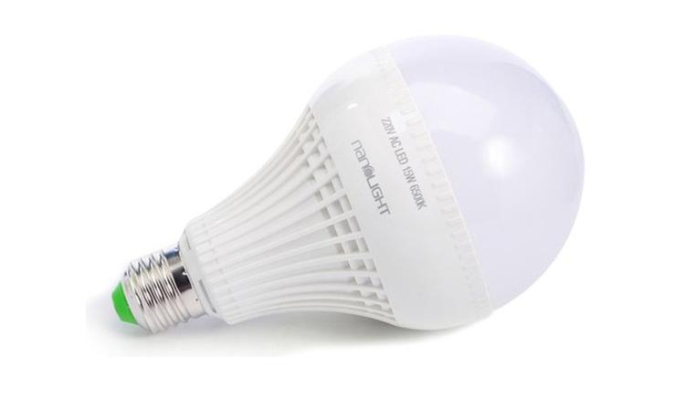 Còn loại đèn Led NanoLight có công suất cao hơn 15W đang được bán với giá 125.000 đồng.