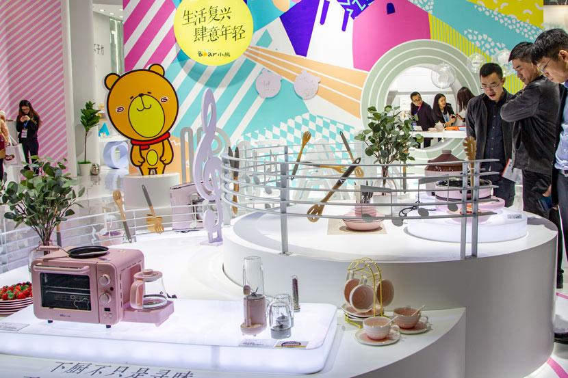 Little Bears Electric Appliances giới thiệu bộ sản phẩm cho người sống một mình tại hội chợ tháng 3/2019 ở Thượng Hải. Ảnh: People Visual.