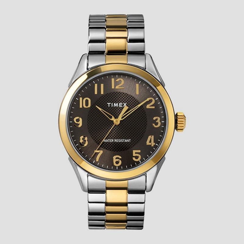 Đồng hồ Timex Classic TW2T45900 có đường kính mặt 40 mm, cỡ trung bình của dòng đồng hồ cho nam giới. Classic nổi bật với chất liệu vỏ máy và dây đeo kim loại, phối màu bạc - vàng mang lại cảm giác sang trọng. Sản phẩm có giá 1,658 triệu đồng, giảm 42%.