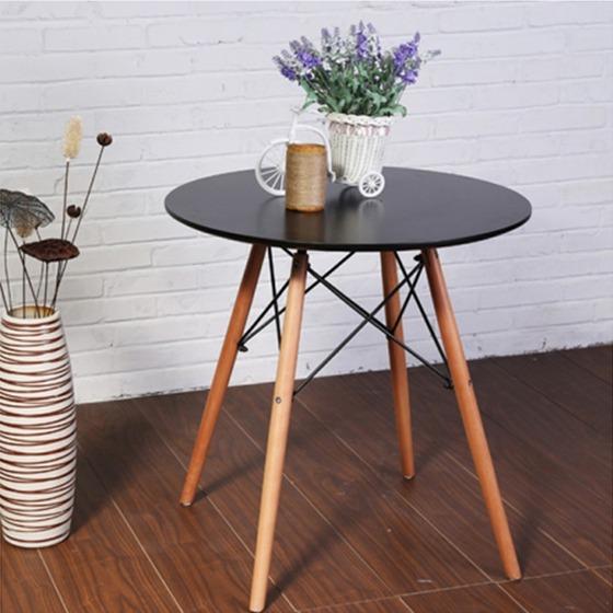 Round wooden-leg Eiffel table costs 1,789 million VND (original price 2.75 million VND).
