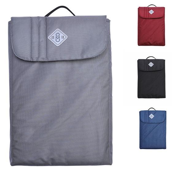 Túi UMO giá 199.000 đồng (giá gốc 299.000 đồng), kích thước 39 cm x 28 cm x 4 cm, đựng vừa