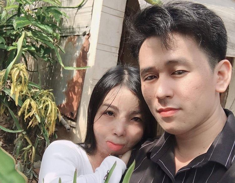 Thái và Hương đã đính hôn vào cuối tháng 7. Sau khi gặp Hương, anh Thái quyết tâm bỏ thuốc lá, bớt rượu bia để chiều lòng vợ. Ảnh: Nhân vật cung cấp.