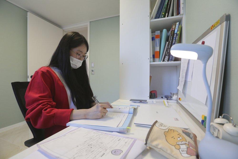 Ma Seo-bin may mắn vì cha mẹ có điều kiện tài chính chi trả khoảng 2 triệu won (1.750 USD) mỗi tháng cho học thêm. Ảnh: AP.