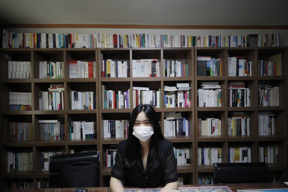 Han Shin Bi, một học sinh trung học ở Seoul. Ảnh: AP.