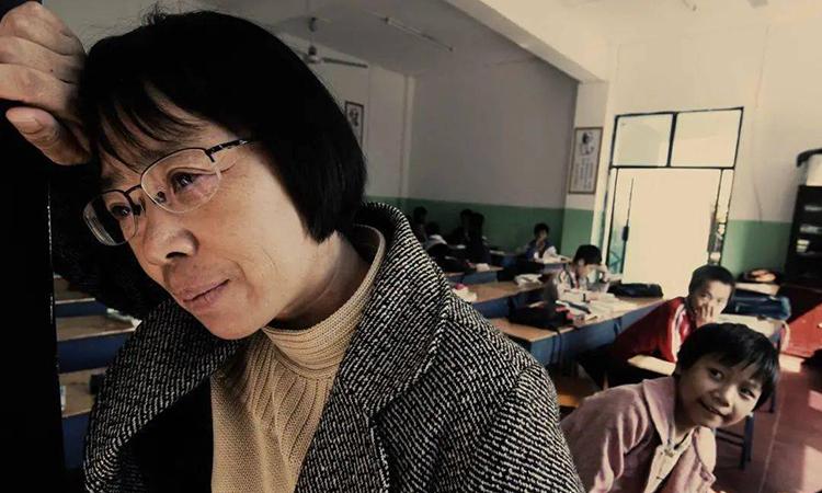 Hiệu trưởng Trương Quế Mai luôn ôm ấp tham vọng đưa học trò là những cô bé nghèo vào được những đại học ưu tú như Thanh Hoa, Bắc Kinh. Ảnh: xinhua.