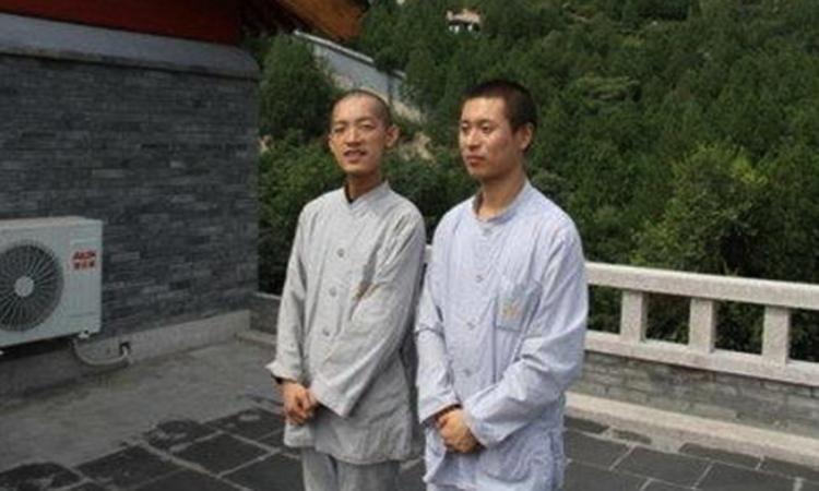 Liễu Trí Vũ tu hành tại chùa Long Tuyền, nằm trên một ngọn núi ngoại thành Bắc Kinh.