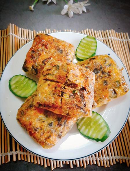 Nếu làm Nem cua bể thì thêm 100 gram thịt cua biển (rửa sạch, luộc chín và gỡ lấy thịt). Ảnh: Bùi Thủy