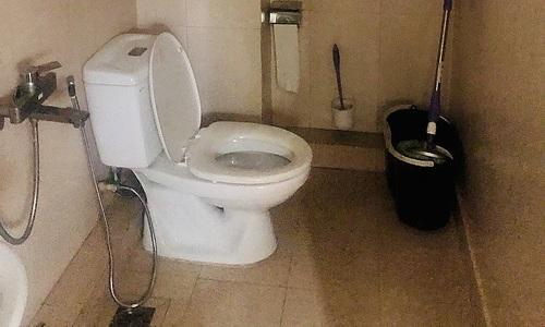 Phòng tắm của gia đình 10 thành viên