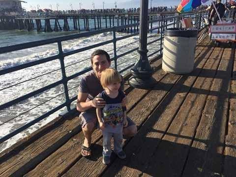 Kyle Gordy, 28 tuổi là người duy nhất trong bài báo công khai danh tính. Trong 7 năm qua, anh đã giúp 29 phụ nữ có con. Ảnh: Metro.