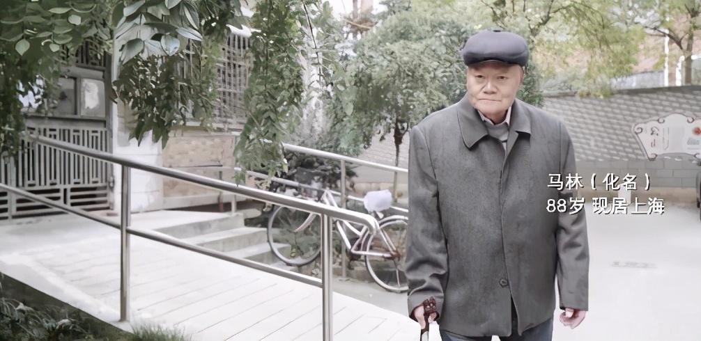 Ông Ma Lin, 88 tuổi đang có một gia đình đặc biệt, đó là sống cùng người hàng xóm. Ảnh: Thepaper.