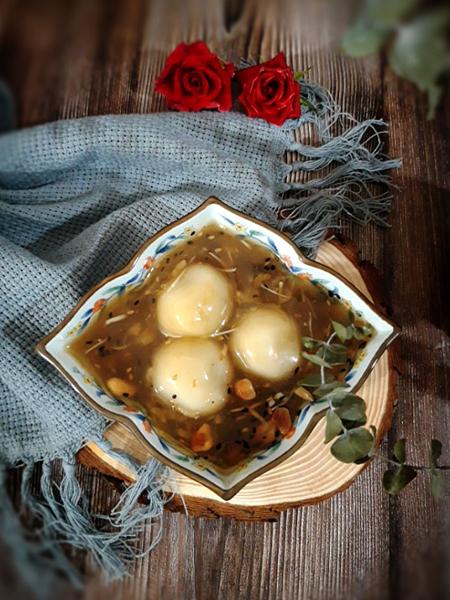 Bánh trôi tàu từ lâu đã trở thành nét văn hóa ẩm thực đặc trưng của Hà Nội. Ảnh: Bùi Thủy.