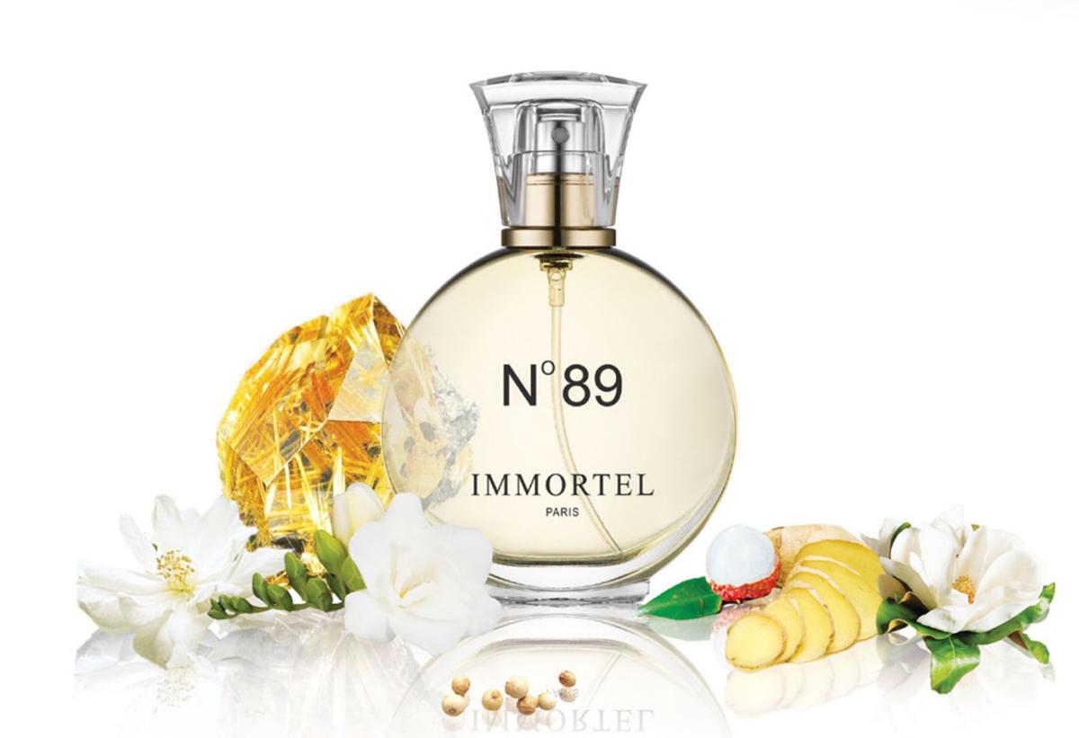 Nước hoa Immortel No89 có lớp hương đầu mùi trái mọng, lớp hương giữa là sự kết hợp giữa hoa mộc lan và diên vỹ, thêm chút hương gừng và tiêu trắng. Cuối cùng đọng lại là là hoắc hương và hổ phách.  Hương thơm lưu lâu, từ 6 đến 10 giờ, toả xa, phù hợp với nhiều dịp trong năm. Lọ 60 ml có giá niêm yết 499.000 đồng, cuối tuần ưu đãi 36% còn 319.000 đồng.