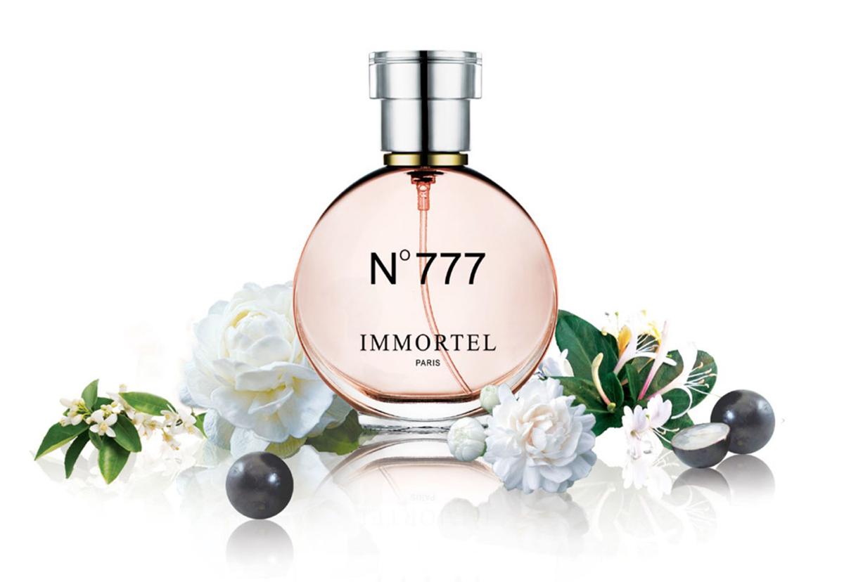 Nước hoa nữ Immortel No 777 Eau De Parfum được tạo nên từ hương hoa nhiệt đới và long diên hương, tạo cảm giác bí ẩn, nồng nàn. Hương thơm lưu từ 6 đến 10 giờ, phù hợp cho nhiều dịp trong năm. Lọ 60 ml dạng xịt, có giá niêm yết 479.000 đồng, cuối tuần giảm giá 35% còn 309.000 đồng.
