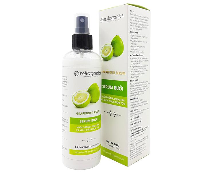 Serum bưởi Milaganicsgiúp tóc chắc khỏe, óng mượt, giảm gãy rụng, kích thích mọc tóc. Sản phẩm được chiết xuất từ tinh dầu bưởi, kết hợp cùng dầu dừa, vitamin E và nước tinh khiết, không chứa cồn và paraben. Cách dùng đơn giản: sau khi gội sạch tóc, xịt một lượng vừa đủ lên tóc, nhất là những vùng tóc mọc thưa và hư tổn. Massage nhẹ nhàng từ gốc đến ngọn. Sau đó, xịt thêm một lần nữa lên tóc và để khô tự nhiên, không xả lại với nước. Chai 100 ml có giá niêm yết 93.000 đồng, cuối tuần giảm giá 30% còn 65.000 đồng