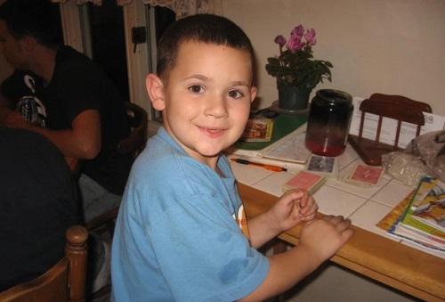 Mikey khi còn là một cậu nhóc thường xuyên bị bạn bè chê cười vì vẻ ngoài ẻo lả. Ảnh: Mikey Chanel.