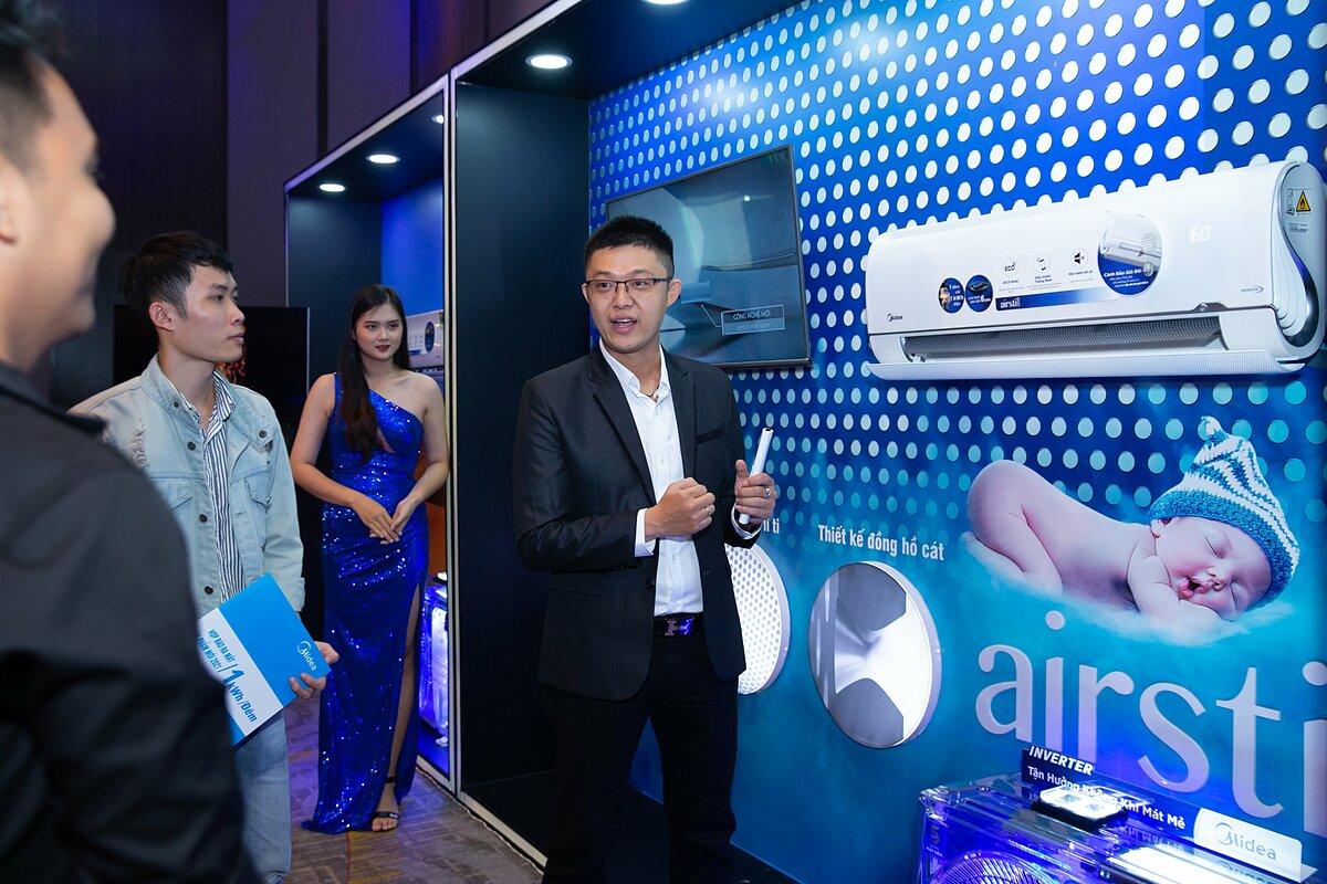 GĐ sản phẩm máy lạnh Midea – Ông. Trang Hoàng Hậu giới thiệu sản phẩm Airstill chỉ 1kWh điện/đêm.
