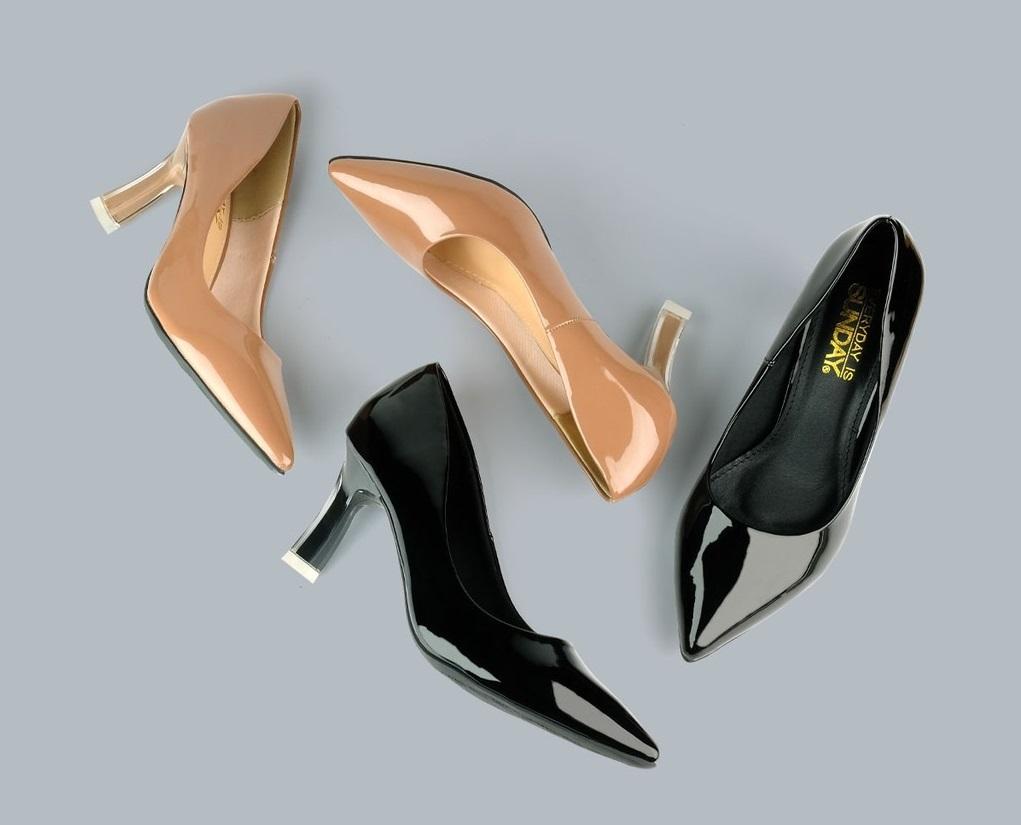 Giày cao gót mũi nhọn đồng giá 199.000 đồng - VnExpress Đời sống
