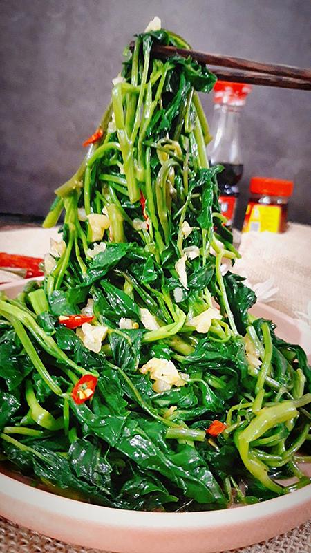 Rau muống là thực phẩm cung cấp rất nhiều chất dinh dưỡng tốt cho sức khỏe. Ảnh: Bùi Thủy.