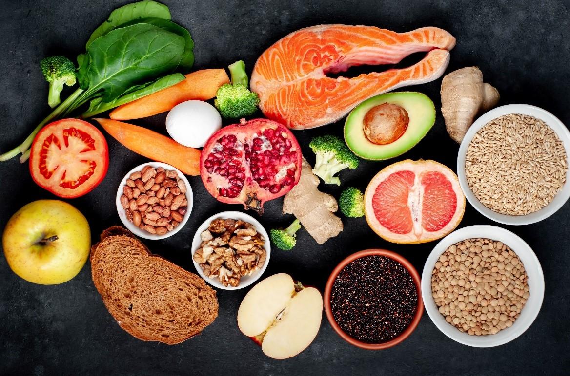 Mỗi bữa ăn của trẻ Thụy Điển luôn đảm bảo đầy đủ 4 nhóm dưỡng chất. Ảnh: Shutterstock.