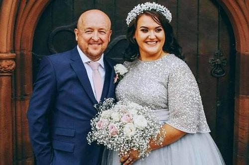 Cô gái rạng rỡ trong ngày cưới dù nói đang bị ung thư giai đoạn cuối. Ảnh: Mirror.