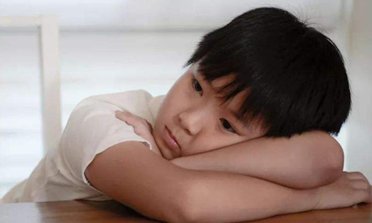 Ở Trung Quốc gần đây ra đời khái niệm giáo dục góa nhằm chỉ sự thờ ơ của người cha trong việc nuôi dạy con. Ảnh: sina.