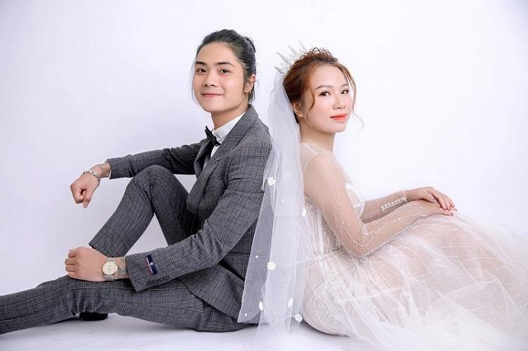 Một trong những bức ảnh của Hoàng Khải và vợ xuất hiện trên mạng xã hội gây sốt vì chàng trai có vẻ ngoài nữ tính. Ảnh: Nhân vật cung cấp.