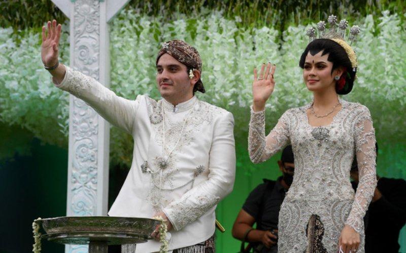Cô dâu và chú rể. Ảnh: Straitstimes.