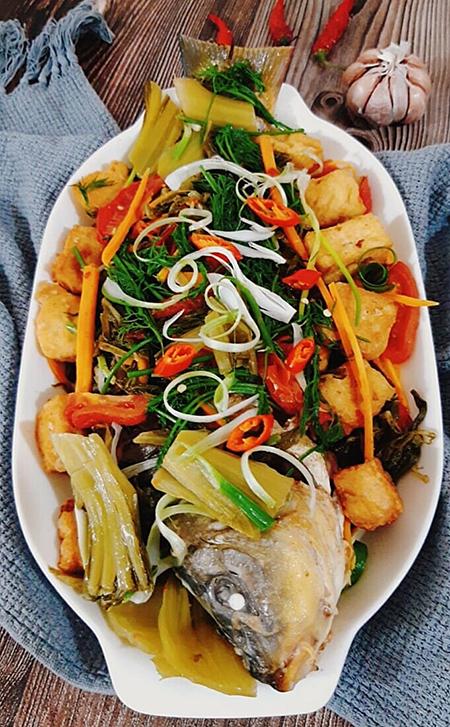 Cá chép luôn được được ưu tiên trong các thực đơn của các bà nội trợ với nhiều món ngon như: Cá chép om dưa, cháo cá chép, cá chép chưng tương... Ảnh: Bùi Thủy.