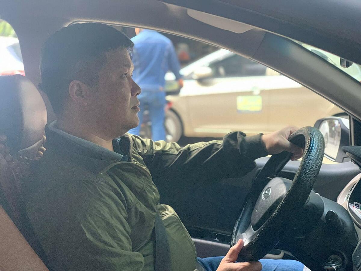 Công việc tài xế công nghệ ngoài giúp anh Hà có thu nhập, bạn bè thân thiết.