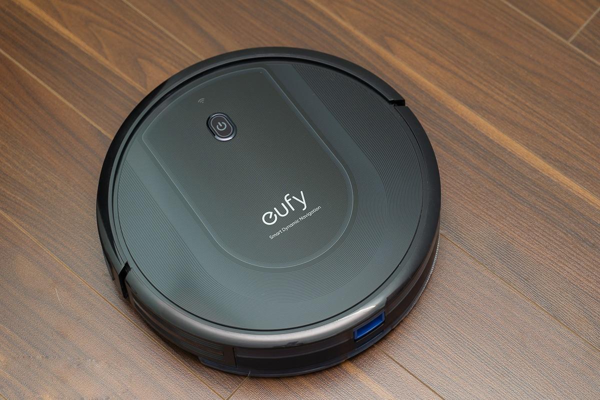 Eufy RoboVac G10 Hybrid có giá 6,949 triệu đồng, phân phối chính hãng và bảo hành 12 tháng trên sàn thương mại điện tử Lazada.